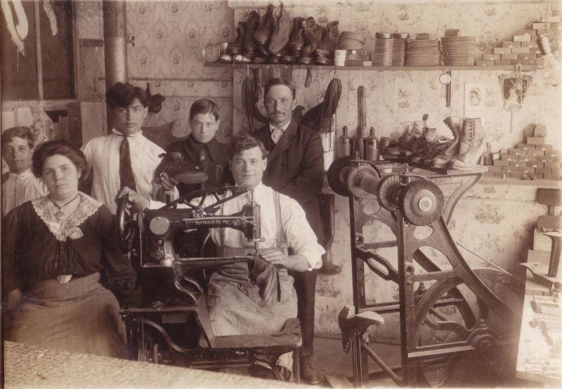 Unknown Shop 1918.jpg