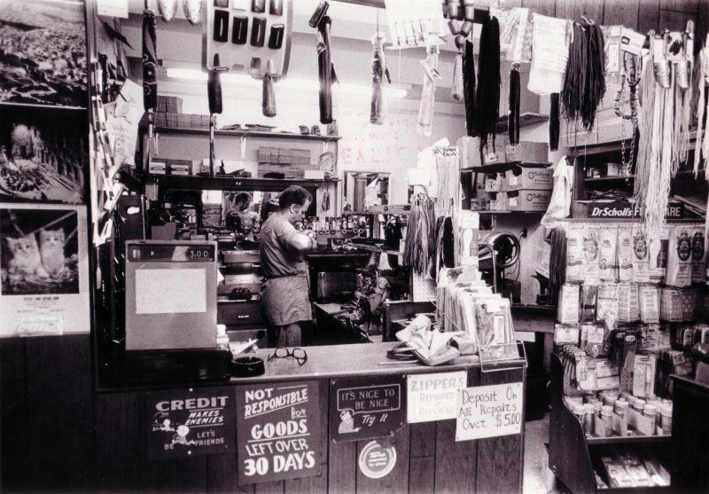 Unknown shop - Manhattan 1975.jpg